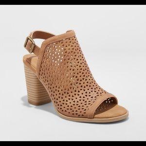 Universal thread heeled slingback sandal